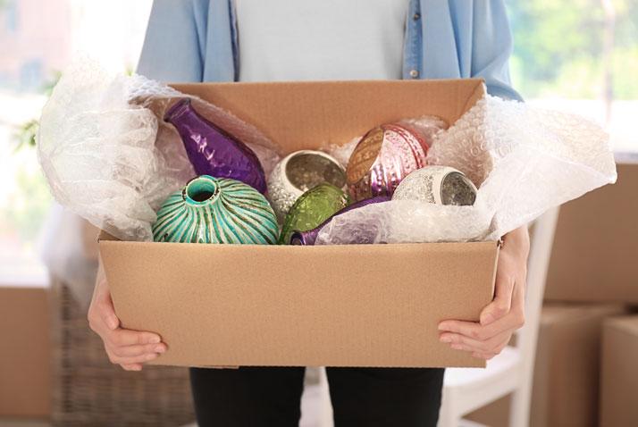 oggetti fragili in una scatola