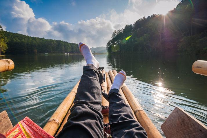 timber rafting viaggiare su una zattera